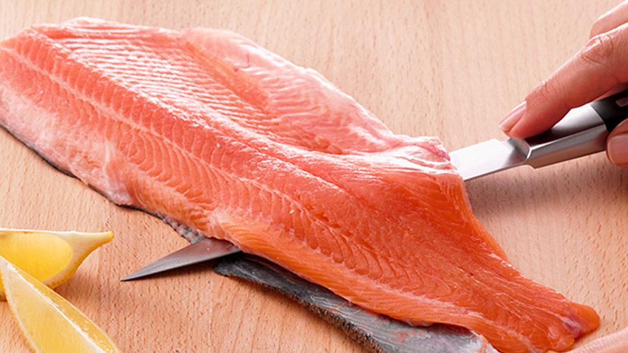 como cortar pescado para sushi y sashimi