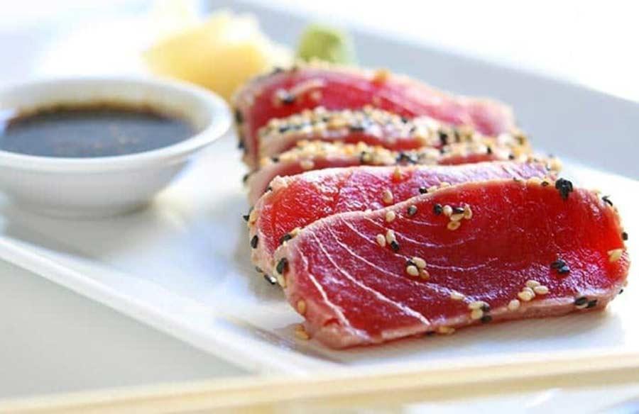 Tataki de atún rojo con sésamo
